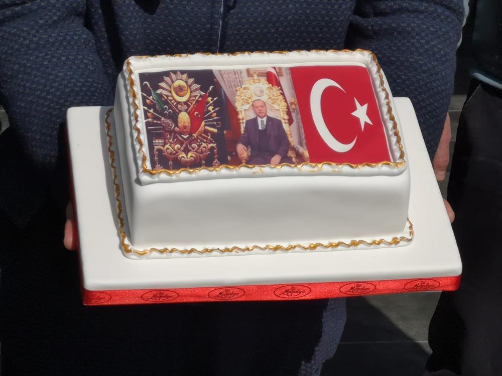 Cumhurbaşkanı Erdoğan neye uğradığını şaşırdı! Konvoyu durdurup doğum gününü kutladılar
