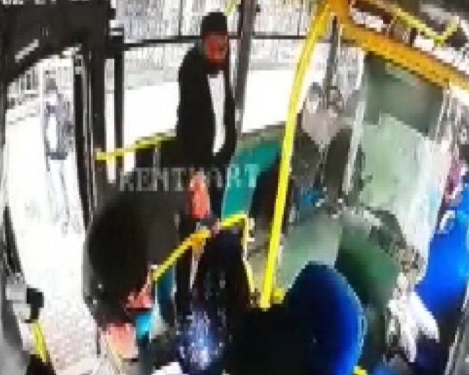 Kocaeli'de HES kodu kavgası! 2 kişi otobüs şoförüne saldırdı