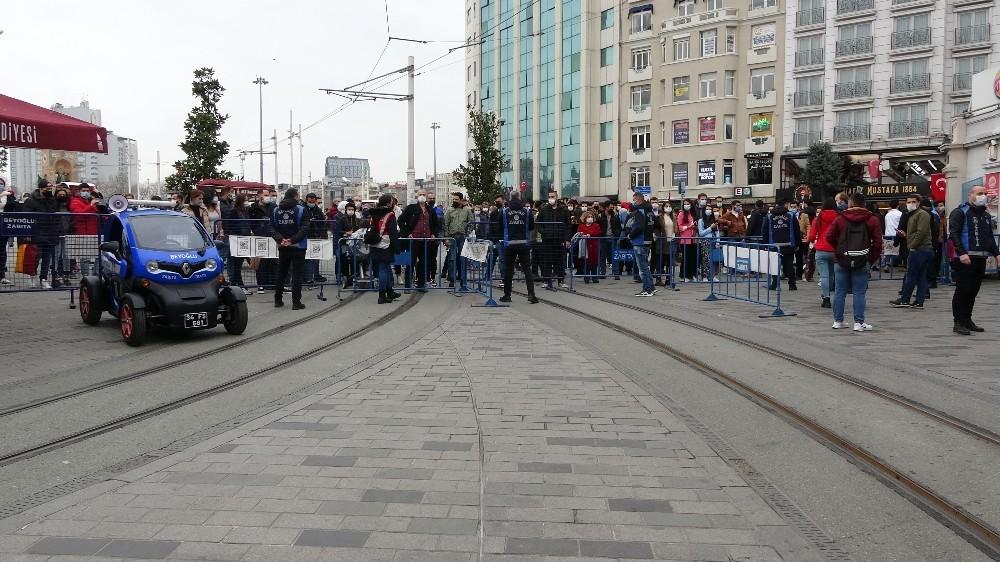 İstiklal Caddesi yoğunluk sebebiyle kapatıldı