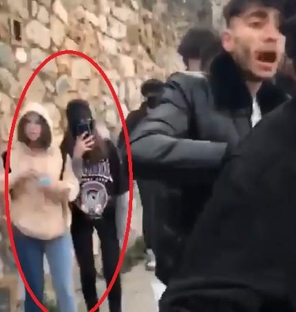 Gençler kavga ederken kızlar olayı kaydetti Kavganın sebebi: Kız meselesi