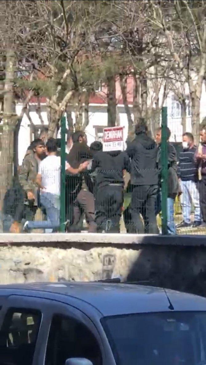 Beyoğlu'ndaki meydan kavgasında genci boğazından bıçaklayan Suriyeli yakalandı!