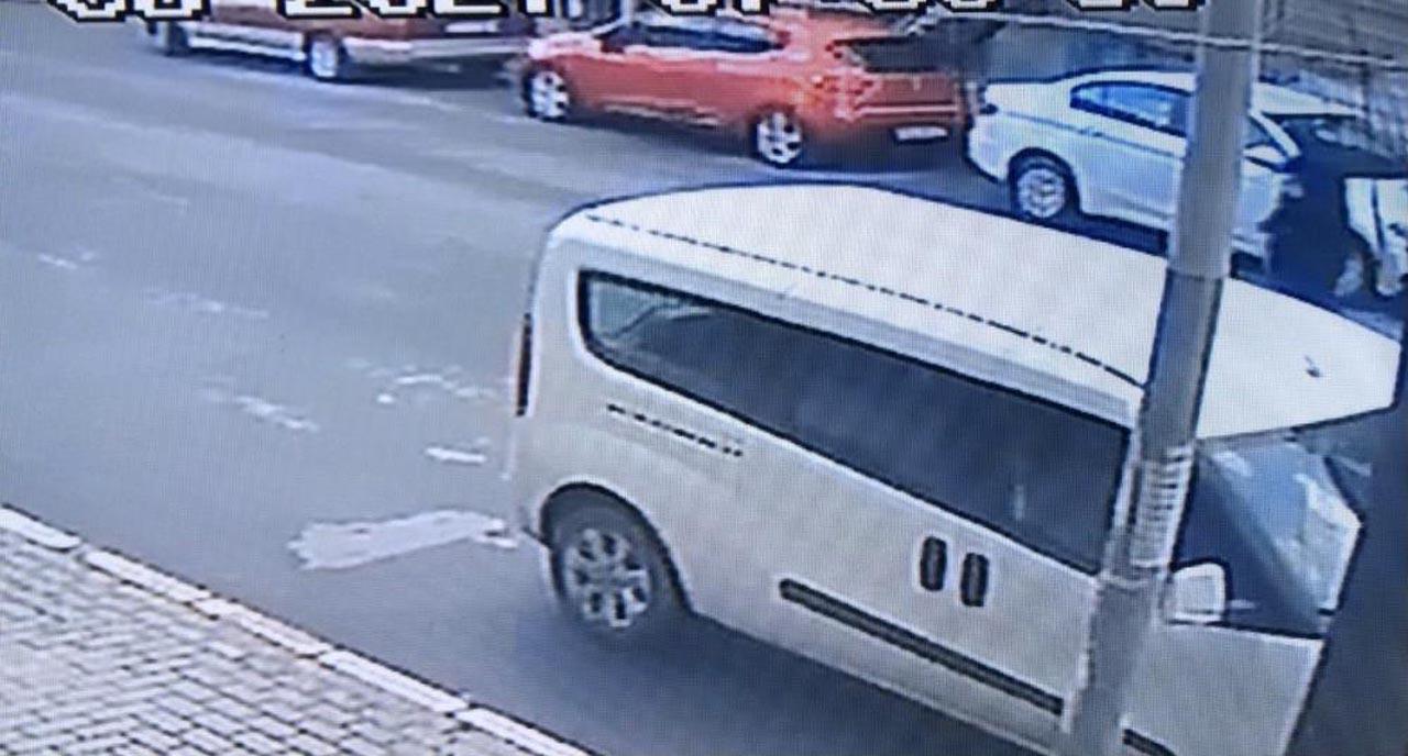 Avcılar'daki korkunç kaza anı güvenlik kameralarına yansıdı