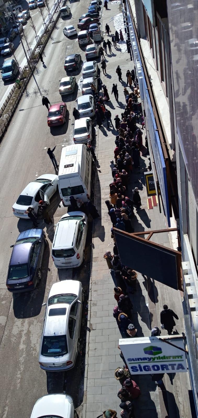 Erzurum'da indirime olan ilgi koronavirüs korkusunu unutturdu