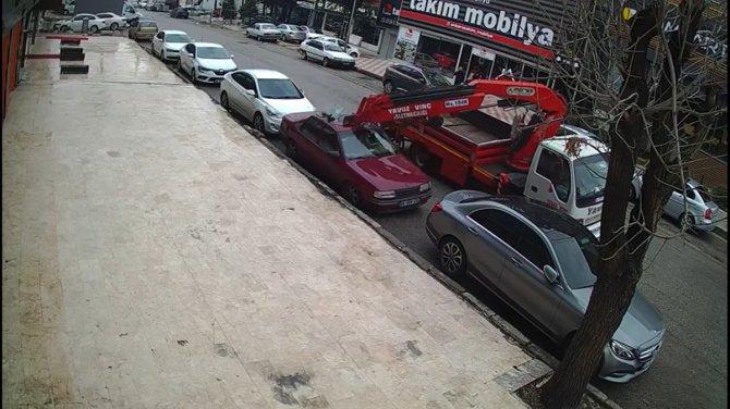 Ankara'da vinç dehşeti 2 aracı biçti! Olay kameraya yansıdı