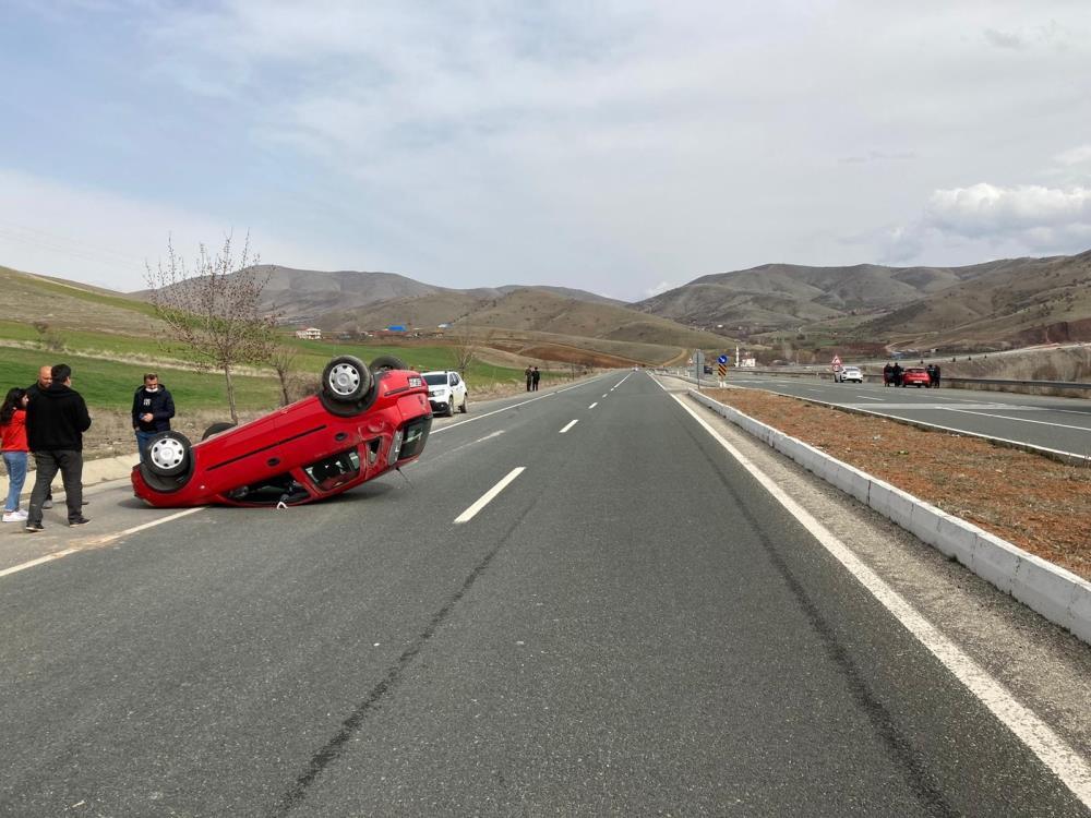Aracı takla attı sürücünün burnu bile kanamadı