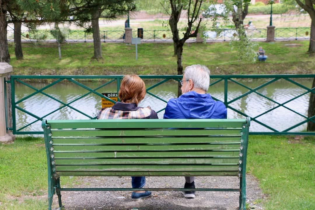 Eskişehir'de 65 yaş üstüne kısıtlama, yasak var mı? Toplu taşıma, pazar yasağı var mı?
