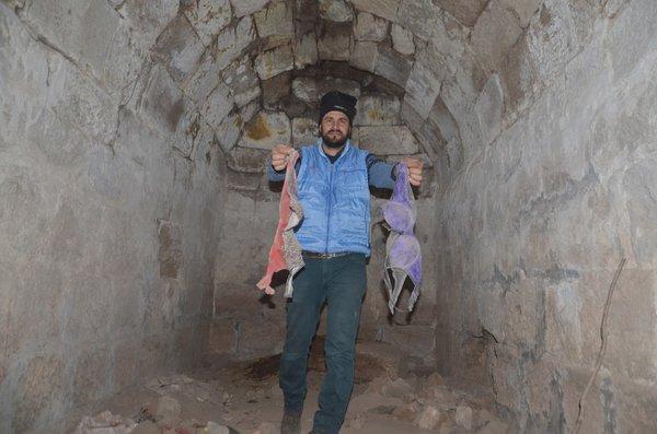 Define avcıları yüzyıllık tarihi mezarlara zarar verdi