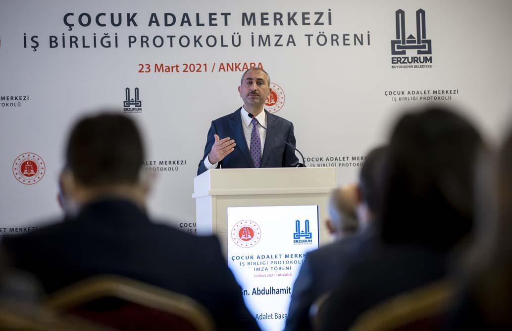 Adalet Bakanı Gül'den kadına şiddet yorumu: Tek birinin dahi yüz yüze gelmediği vakte kadar çalışmaya devam!