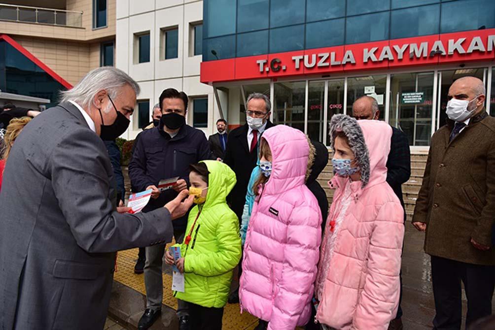 Tuzla'da ses getiren farkındalık Yayalar Kırmızı Çizgimizdir