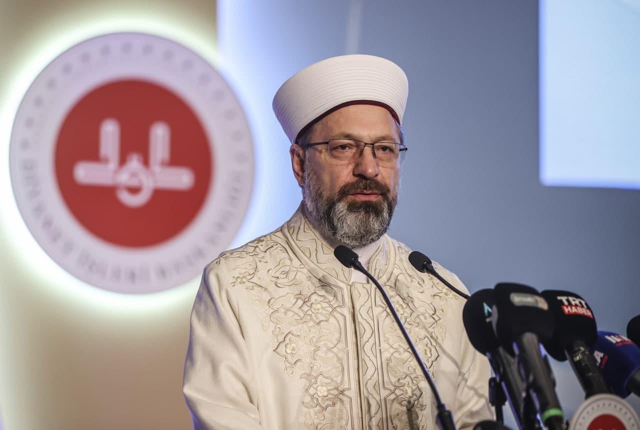 Diyanet İşleri Başkanı Ali Erbaş'tan flaş teravih namazı açıklaması: Evlerde kılınacak!