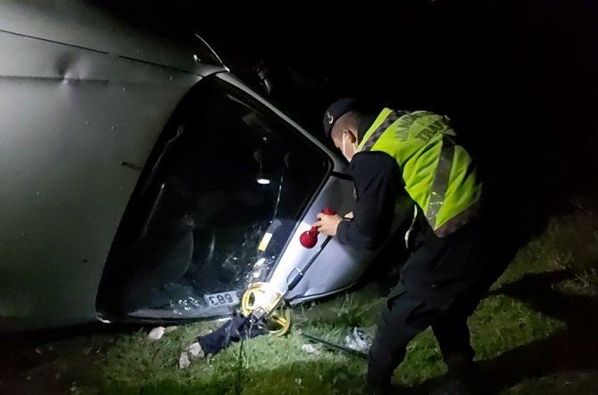Virajda hızını alamayan otomobil taklalar atarak şarampole uçtu