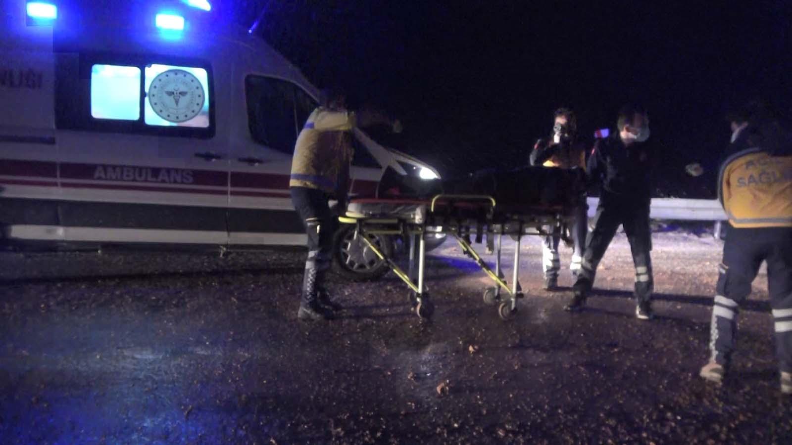 Sivas'ta buzlanma faciaya yol açtı, itfaiye aracı yoldan çıktı: 2'si ağır 5 yaralı
