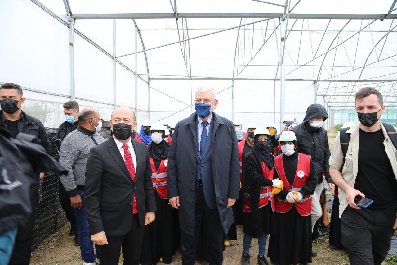 Barınma merkezinde inceleme! BM 75. Genel Kurul Başkanı Volkan Bozkır, Hatay'da geçici barınma merkezini ziyaret etti