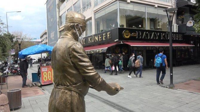 Meşhur Künefeci Heykeli'nin tepsisi çalınmıştı, hırsızların hedefindeki heykel yeniden orijinal haline getirildi