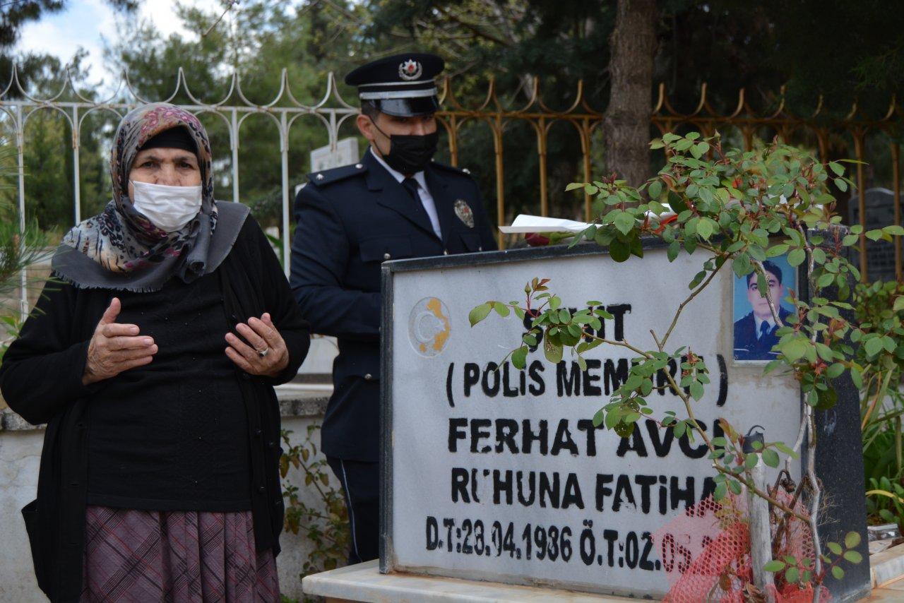 Şehit annesinin bir yıllık hasreti son buldu! Oğlunun mezarına polislerin yardımıyla gitti