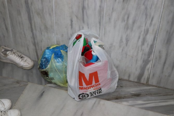 Apartman görevlisinden örnek hareket: Doğa kirlenmesin diye 7 yıldır çöpleri ayırarak topluyor