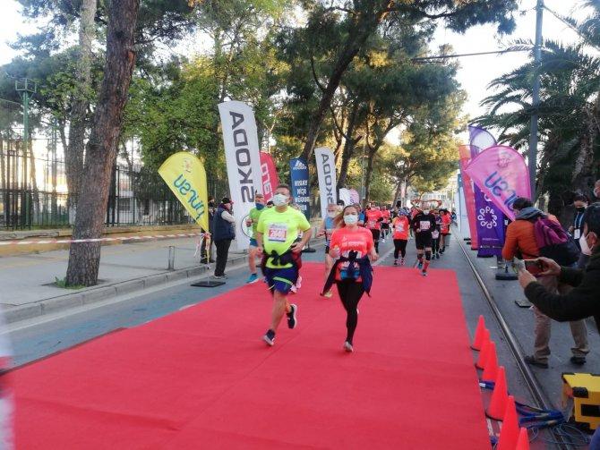 Bin 314 sporcunun katıldığı Maratonİzmir'de mücadele başladı