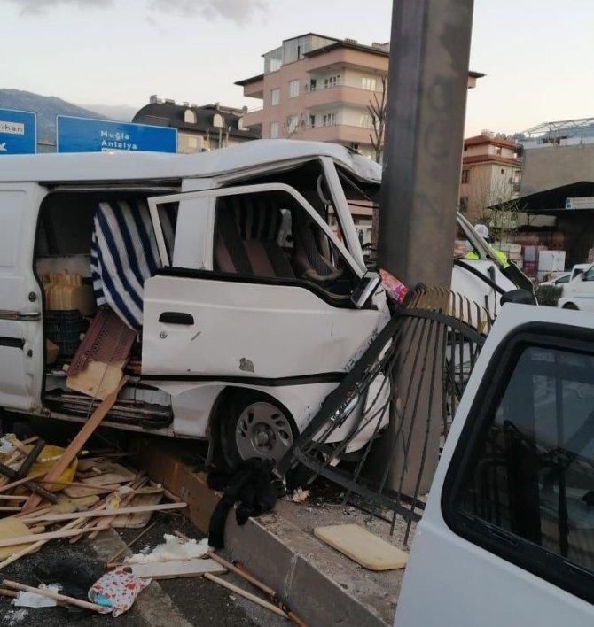 Denizli'de 2 ayrı trafik kazası: 3 yaralı