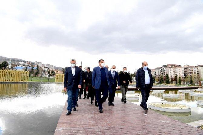 Malatya Büyükşehir Belediye Başkanı tamamlanan millet bahçesini inceledi