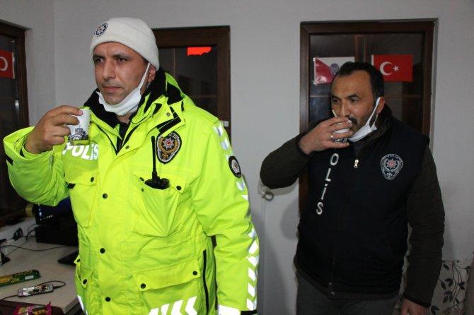 Türk Kızılayı nöbetteki polisleri unutmadı