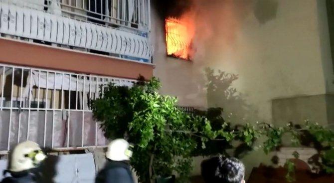 Antalya'da bir apartmanda çıkan yangın korkuttu