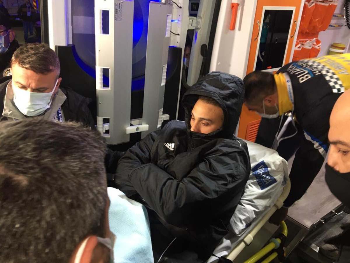 Beşiktaş, Cenk Tosun'un sağlık durumunu açıkladı! Yıldız oyuncunun tendonu koptu