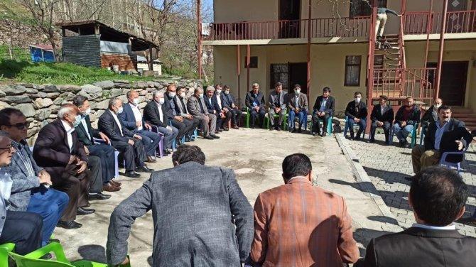 Hakkari sınır köylerinde vatandaşı dinledi, AK Parti Hakkari İl Başkanı sınır köylerini ziyaret etti