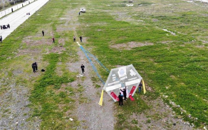 Havanın azizliğine uğradılar: Dev uçurtma rüzgar çıkmayınca uçmadı