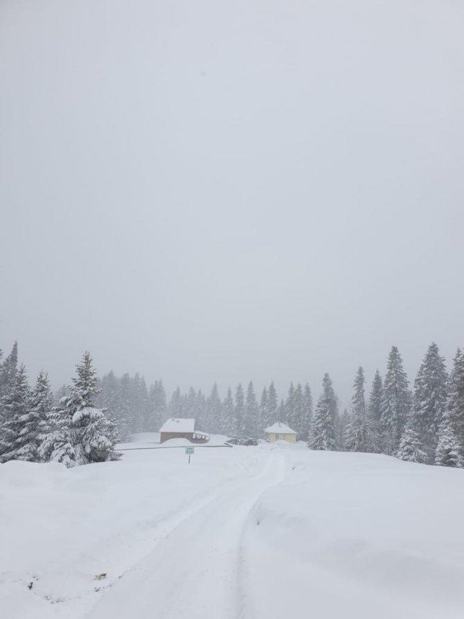 Karabük'te bahar kışı aratmıyor: Kar kalınlığı 1.5 metreyi buldu