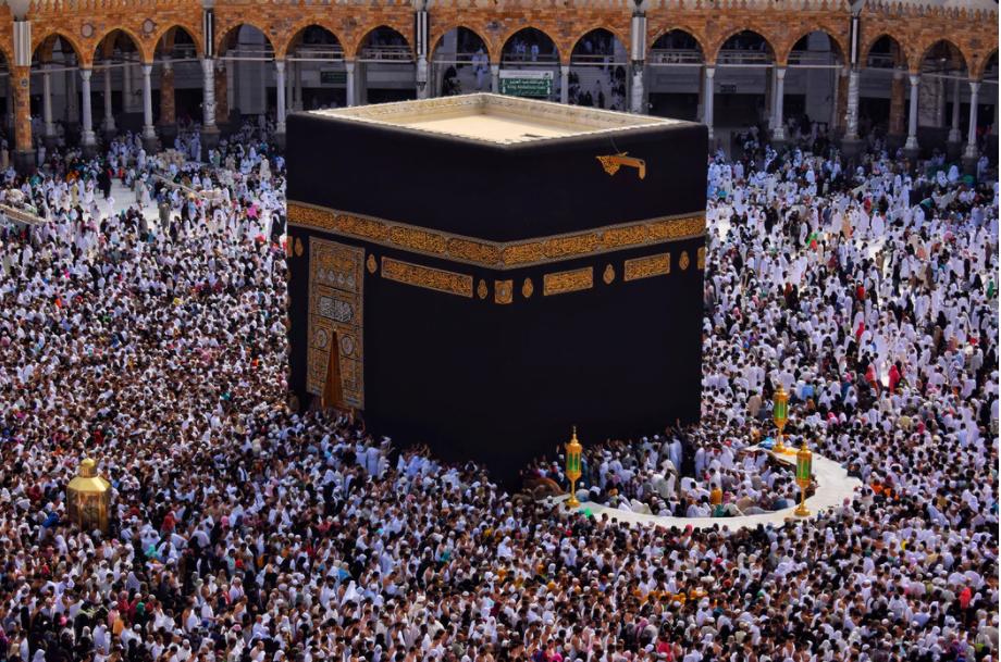 Suudi Arabistan'da namaza koronavirüs engeli! Teravih namazları 10 rekata düşürüldü!