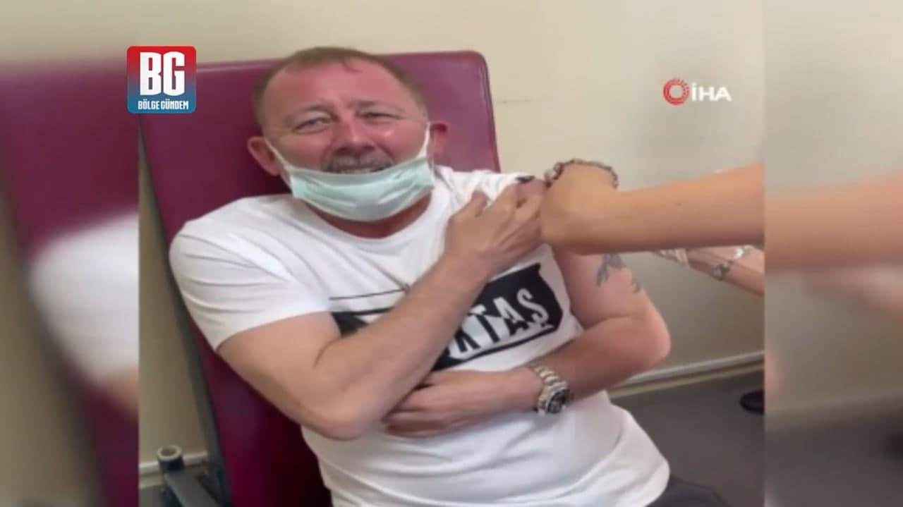 Sergen Yalçın koronavirüs aşısı oldu verdiği tepki olay oldu: Bu neymiş böyle ya