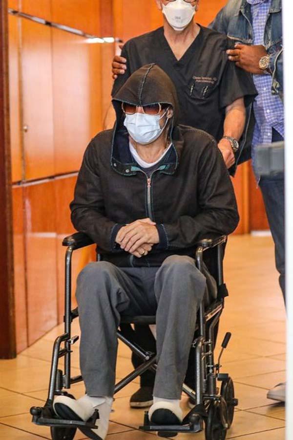 Tekerlekli sandalye ile görüntülenen Brad Pitt sevenlerini endişelendirdi!