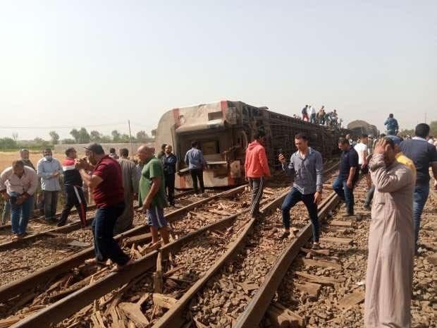 SON DAKİKA Mısır da tren raydan çıktı 100 den fazla yaralı var