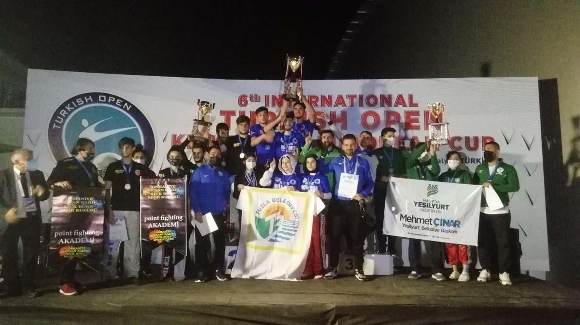 Kick boks da galibiyet sevinci! Gençlik Gücü Spor Kulübü şampiyonluğa adını yazdırdı
