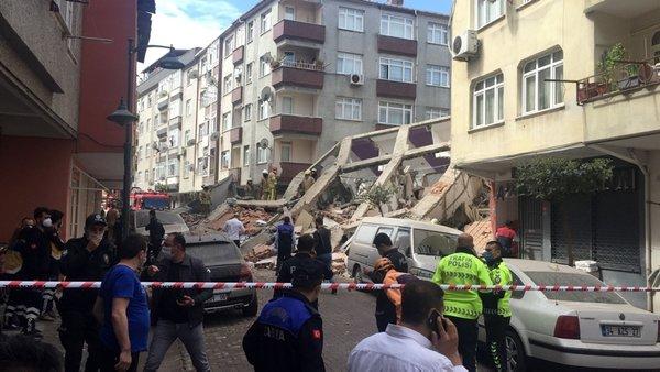 SON DAKİKA İstanbul Zeytinbunu nda bina çöktü