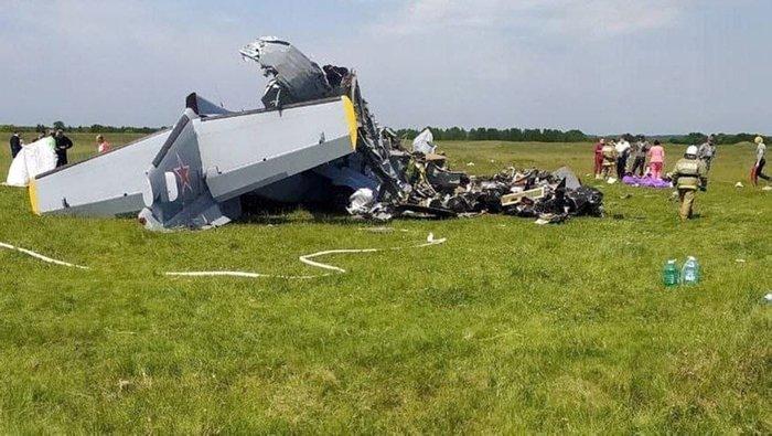 Rusyada feci olay! Motor arızası korkunç sonu getirdi! Paraşütçüleri taşıyan uçak düştü: 9 kişi öldü