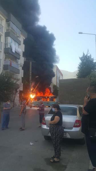 İzmir'de yolcu minibüsleri kafa kafaya çarpıştı: 6 yaralı!