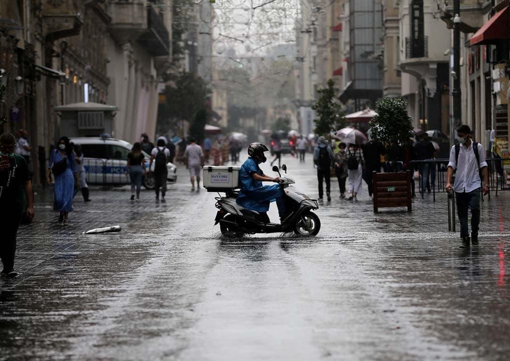 Meteorolojiden uyarı üstüne uyarı! Haftayı yağışlı kapatacağız! Çok şiddetli geliyor! Aman şemsiyesiz çıkmayın!