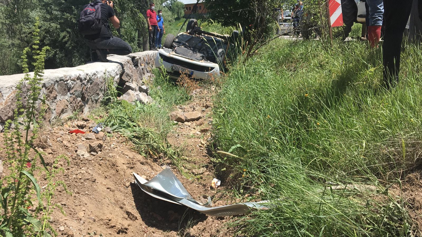 Dede ve torunun kahreden ölümü! 70 yaşındaki sürücü istinat duvarına çarptı: 2 ölü, 2 yaralı