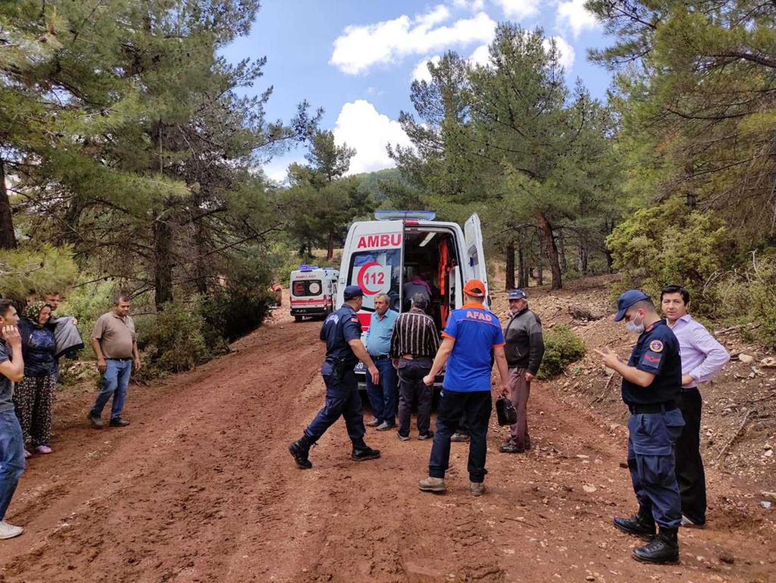 Denizli'de tarlada çalışan işçilerin üzerine yıldırım düştü: 2'si ağır 6 yaralı