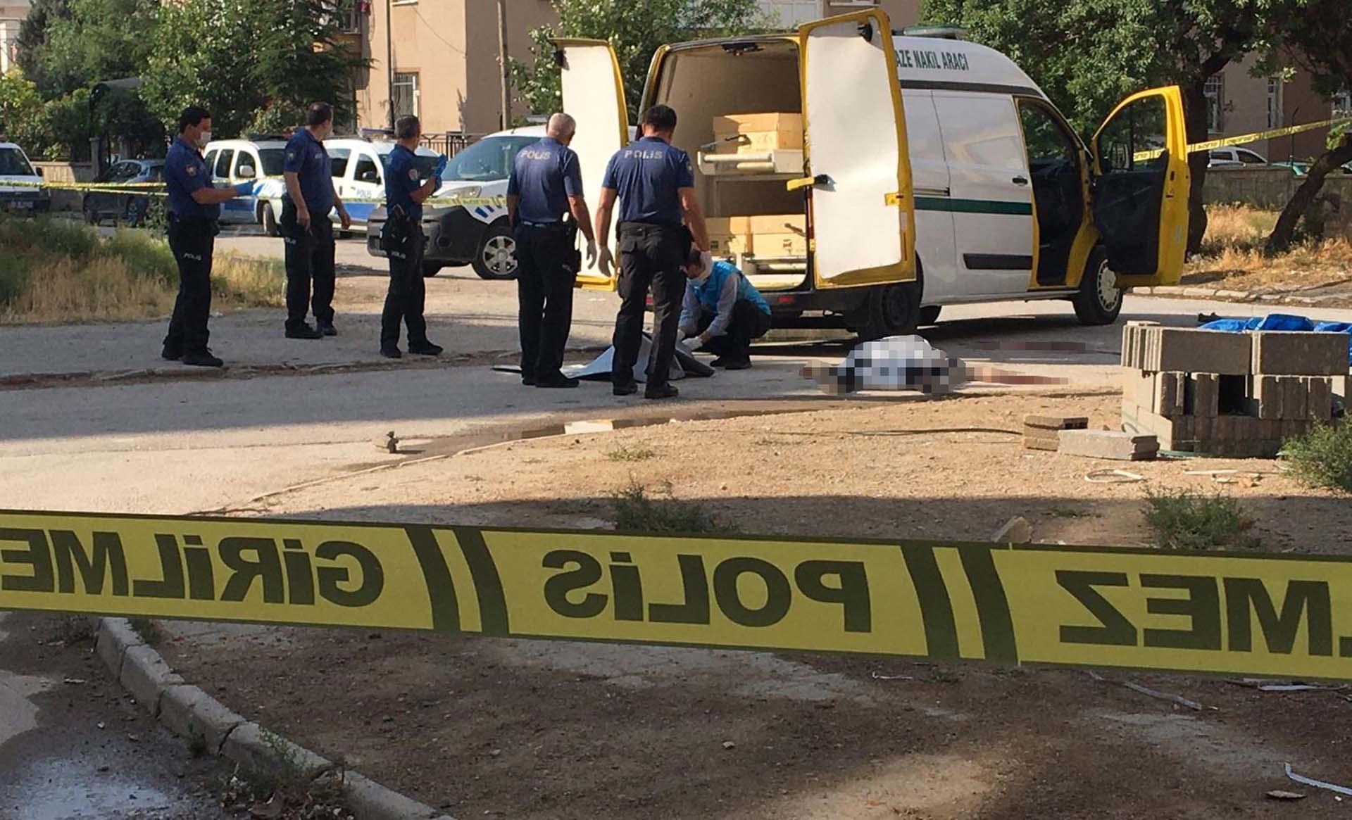 Her detayı korkunç: Dini nikahlı eşini sokak ortasında öldürdü, aynı tabanca ile intihar etti