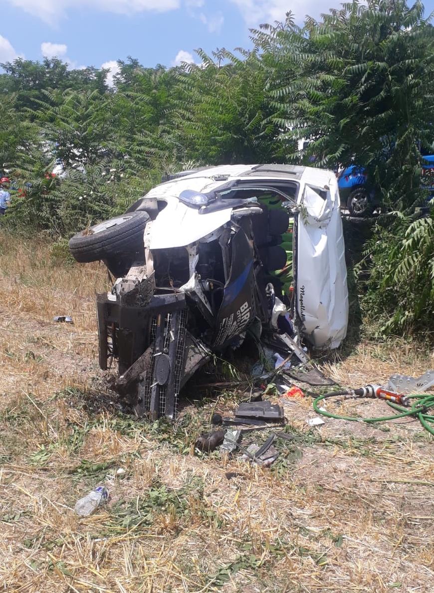 Araçlar hurda oldu, yol savaş alanına döndü! Zincirleme trafik kazası: 3 kişi öldü, 3 kişi yaralandı