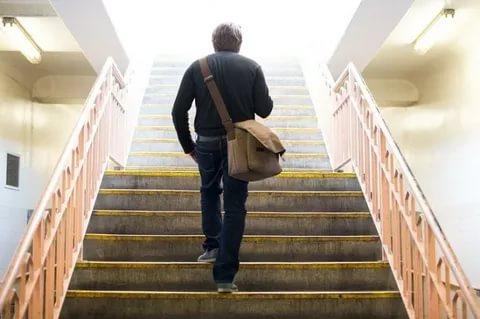 Merdiven çıkamıyor, uzun yürüyüşler yapamıyor... Kovid 19u atlattı ama şikayetleri devam ediyor!
