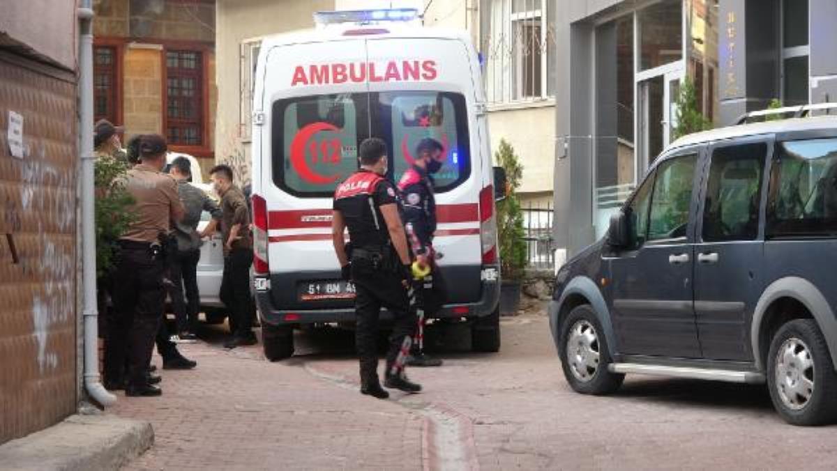 Otel odasında sevgilisini vurup intihar etti