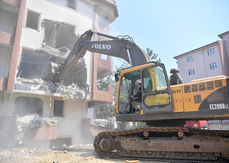 Tuzlada kentsel dönüşüm için harekete geçildi! Tehlike saçan binalar yıkılıyor!