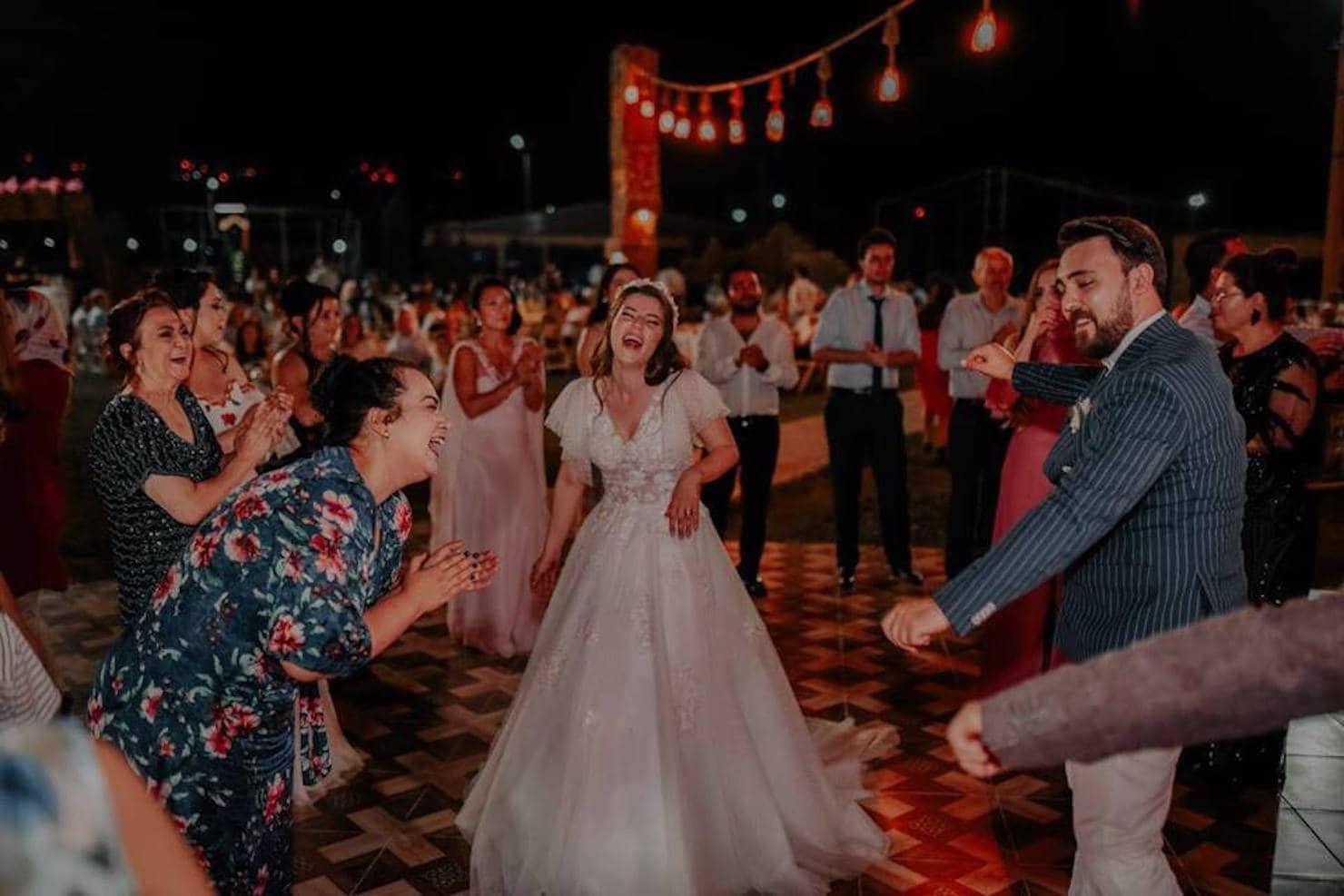 Sınırlama kaldırıldı çalgılı, çengili, halaylı düğünlere dönüş başladı