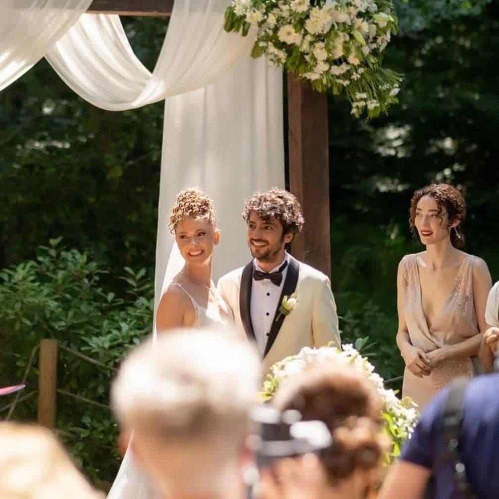 Düğüne damga vurdu! Taner Ölmez'in annesi güzelliğiyle dikkat çekti!