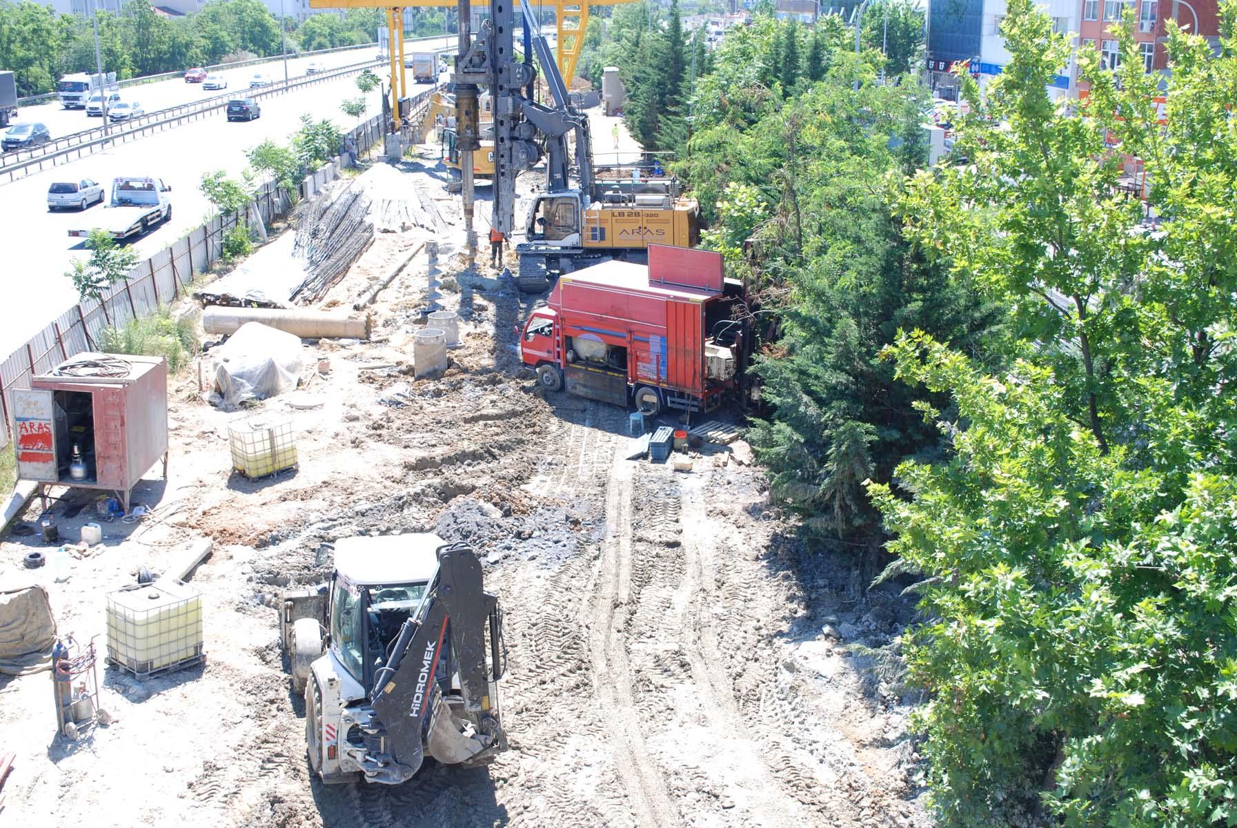 İBB'nin Sultanbeyli'deki metro inşaatında tepki çeken görüntüler! İş makineleri ağaçları kırdı