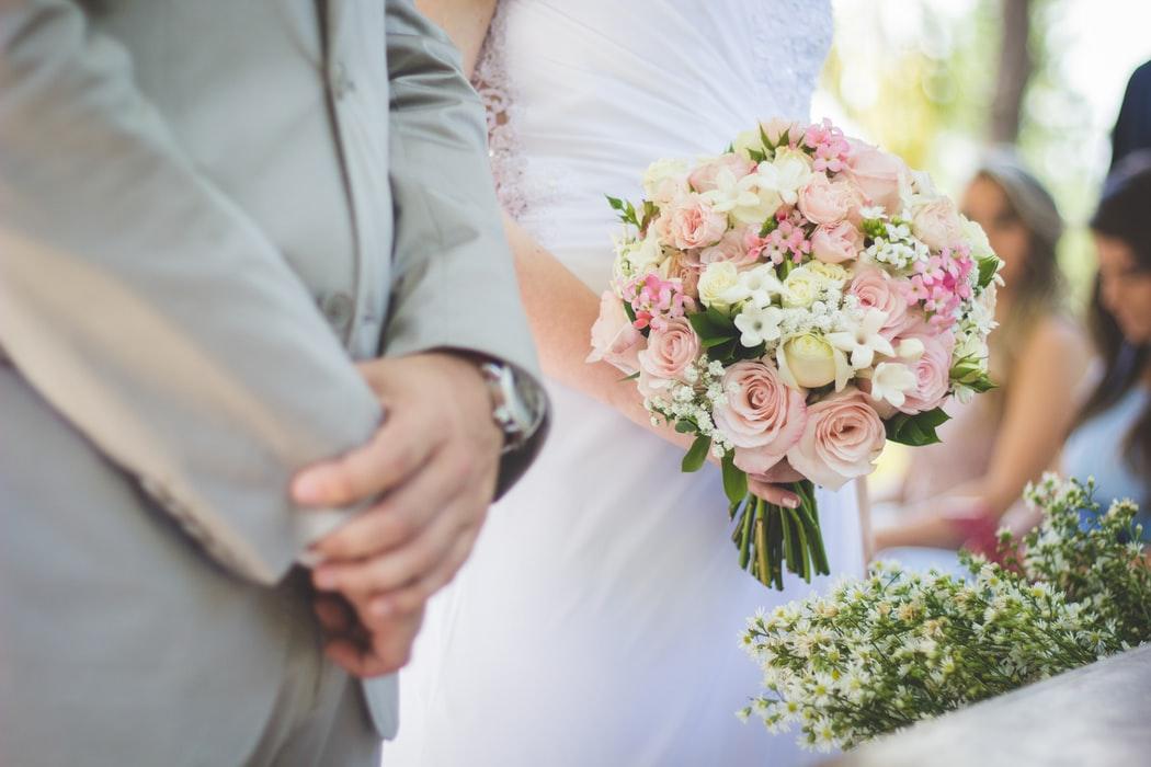 Düğünde takı rezilliği! Mutluluğu bir yana bırakıp, para derdine düştüler   Dünürler birbirine girdi, gelin sinir krizi geçirdi