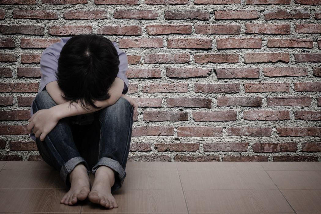İzmit'te mide bulandıran olay: 12 yaşındaki öz kızının çıplak fotoğraflarını çeken baba beraat etti! 'Suçu işlediği sabit değil'